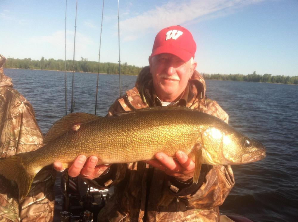 Mad Dog's nice 27 inch walleye! - Dave Nyberg Group.jpg