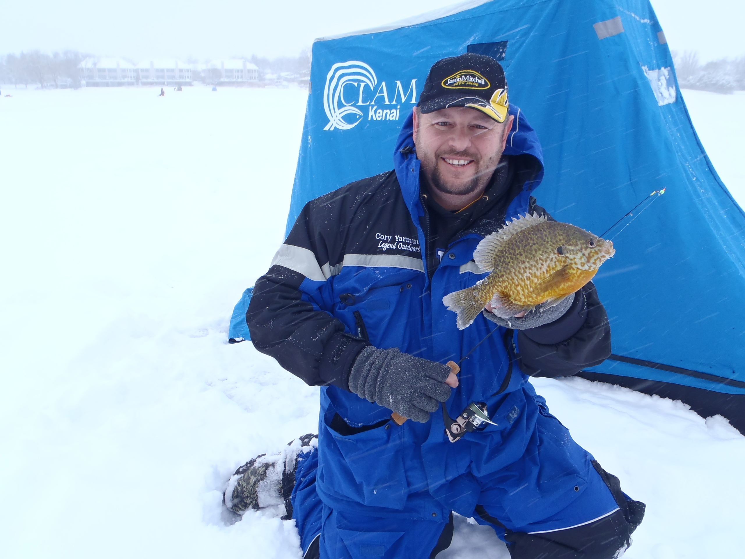 Fishing reports hunting wisconsin illinois michigan for Ice fishing south dakota